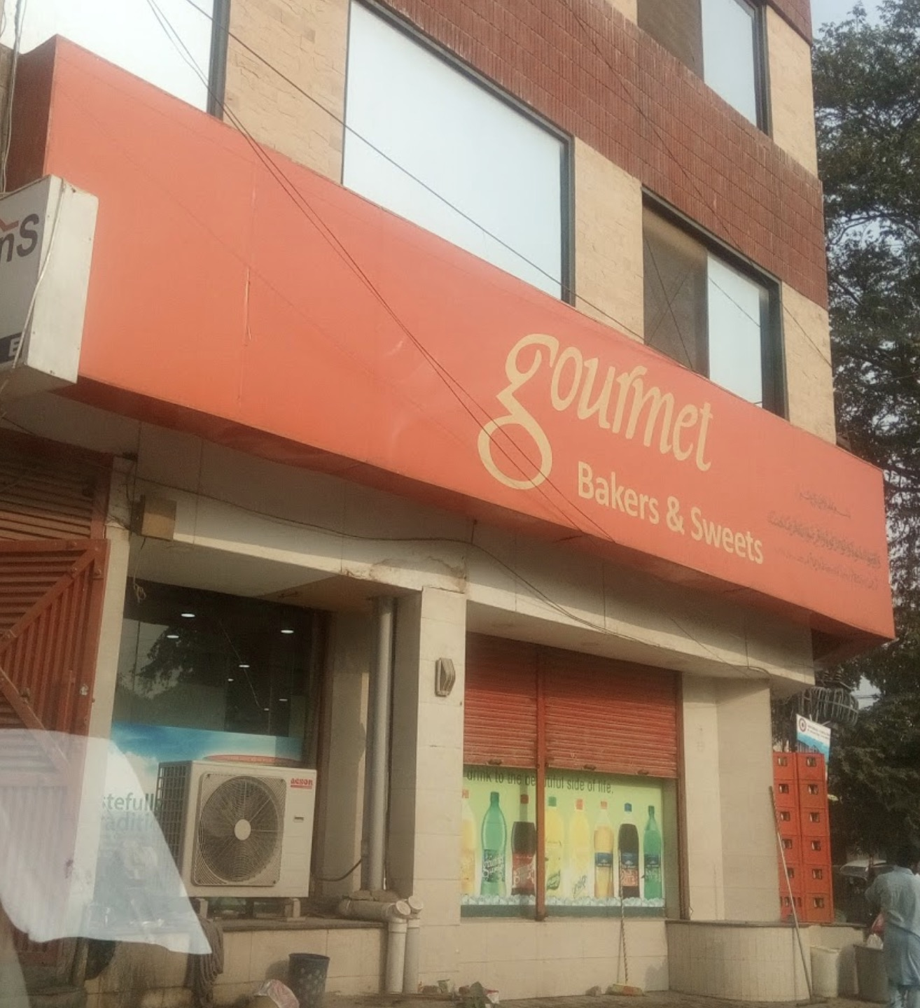 Gourmet Bakers & Sweets (Samanabad Town)